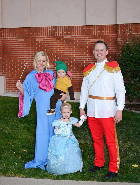 Disney family costume ideas part 3 author love for Family of 3 picture ideas