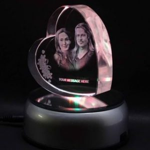 Photos Engraved in a Heart Shaped 3D Crystal (1)
